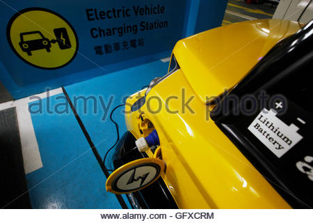 THIS PICTURE IS 5 OF 25 TO ACCOMPANY INSIGHT 'ELECTRIC-CAR/BIG OIL'. SEARCH IN YOUR PICTURE SYSTEM FOR KEYWORD 'ELECTRIC - Stock Photo