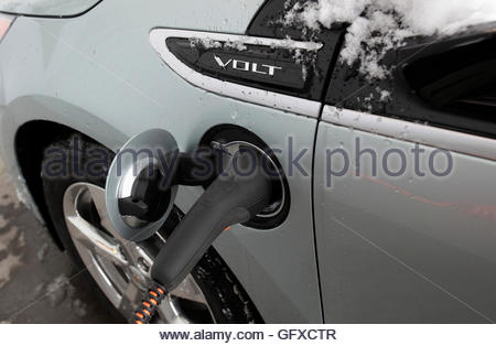 THIS PICTURE IS 18 OF 25 TO ACCOMPANY INSIGHT 'ELECTRIC-CAR/BIG OIL'. SEARCH IN YOUR PICTURE SYSTEM FOR KEYWORD - Stock Photo