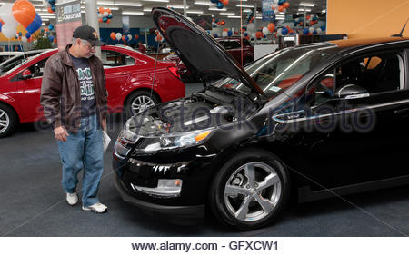 THIS PICTURE IS 20 OF 25 TO ACCOMPANY INSIGHT 'ELECTRIC-CAR/BIG OIL'. SEARCH IN YOUR PICTURE SYSTEM FOR KEYWORD - Stock Photo