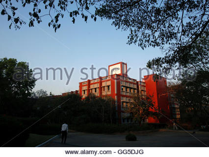 An Infosys logo is pictured on one of the company's office buildings at their IT campus at Electronics City in Bangalore, - Stockfoto