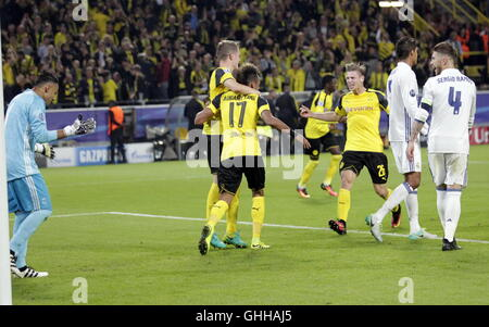 Signal Iduna Park, Dortmund, Germany. 27th Sep, 2016. UEFA Champions League Football. Borussia Dortmund versus Real - Stockfoto