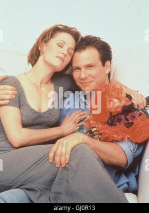 DAS ROSENBETT- 0030  Szene: Romantische Stunden verbringen Lisa (MARY STUART MASTERSON) und Lewis (CHRISTIAN SLATER). - Stock Photo