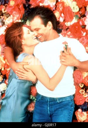 DAS ROSENBETT- Szene: Lisa (MARY STUART MASTERSON) findet in dem Floristen Lewis (CHRISTIAN SLATER) einen geheimnisvollen - Stock Photo