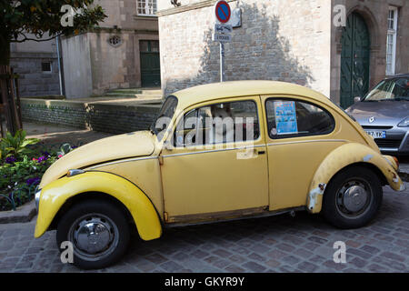 yellow and white vintage car parked outside avalon hotel ocean stock photo royalty free image. Black Bedroom Furniture Sets. Home Design Ideas