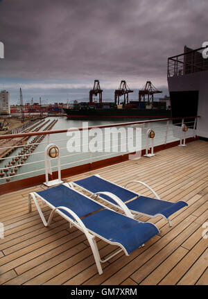 Two empty Deck Chairs on the deck of a ship in port, Callao, Lima, Peru - Stockfoto