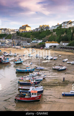 Low tide at the picturesque harbour in Newquay, Cornwall. - Stock Photo