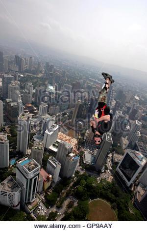 BASE jumper Sean Chuma of Twin Falls Idaho in the U.S. leaps before parachuting down from Kuala Lumpur Tower in - Stockfoto