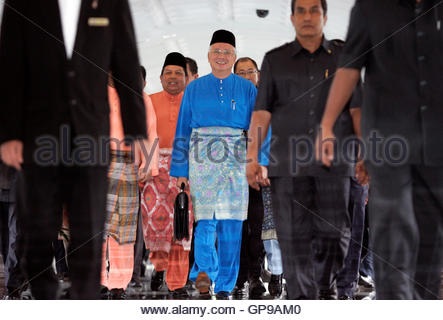 Malaysia's Prime Minister Najib Razak (C) arrives to deliver Budget 2010 at the parliament house in Kuala Lumpur - Stock Photo
