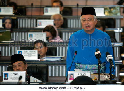 Malaysia's Prime Minister Najib Razak delivers Budget 2010 at the parliament house in Kuala Lumpur October 23, 2009. - Stock Photo