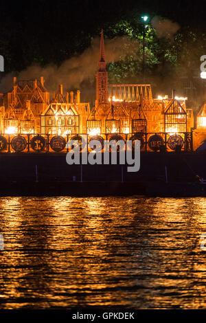 London, UK. 4th September, 2016. London's Burning Festival. London 1666 Burning Sculpture Credit:  Raymond Tang/Alamy - Stockfoto
