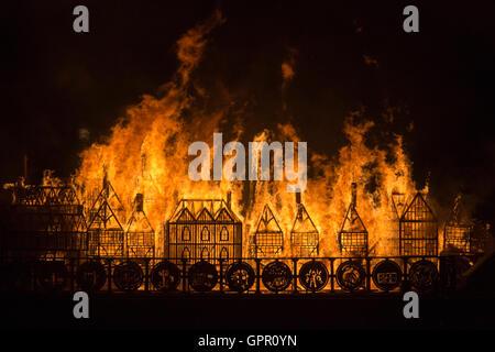 London, UK. 4 September 2016. London 1666, a 120-metre long sculpture of the 17th-century London skyline was set - Stockfoto
