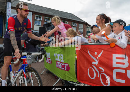 Congleton Cheshire, UK. 6th September, 2016. Sir Bradley Wiggins greets fans in Congleton at the start of Stage - Stock Photo