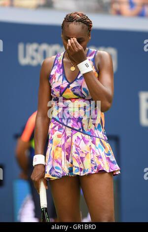 Flushing, New York, USA. 5th September, 2016.Venus Williams reacts during the match with Yaroslava Shvedova on Arthur - Stockfoto