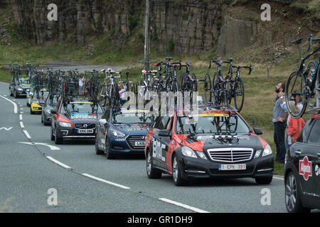 Cheshire, UK. 6th September, 2016. Support cars behind the peloton during the climb to the Cat and Fiddle. Credit: - Stock Photo