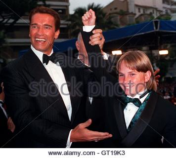 arnold schwarzenegger a hero in american society Here are 11 stories of everyday american heroes who responded to trying circumstances with extraordinary grace and courage usa society everyday heroes: 11 tales of american heroes then gov arnold schwarzenegger called perez a hero.