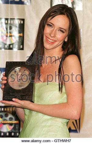 Actress Jennifer Love Hewitt poses with the Favorite Horror Actress award she won for her role in the film ' I Still - Stock Photo