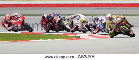 Aprilia 125cc rider Nicolas Terol (R) of Spain leads a pack of riders during the first lap of the Malaysian Grand - Stock Photo