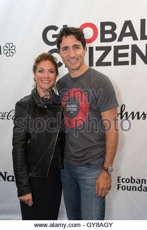 Montreal, Canada. 17th Sep, 2016. Canada's Prime Minister Justin Trudeau and wife Sophie Grégoire Trudeau pose on - Stock Photo