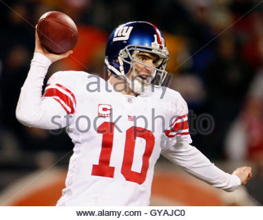 New York Giants Eli Manning throws the ball while playing the Chicago Bears during the first half of their NFL football - Stock Photo