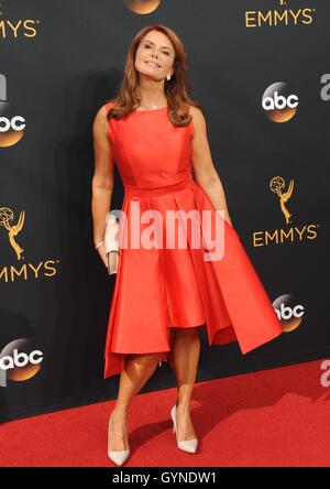 Los Angeles, CA, USA. 18th Sep, 2016. Roma Downey at arrivals for The 68th Annual Primetime Emmy Awards 2016 - Arrivals - Stock Photo