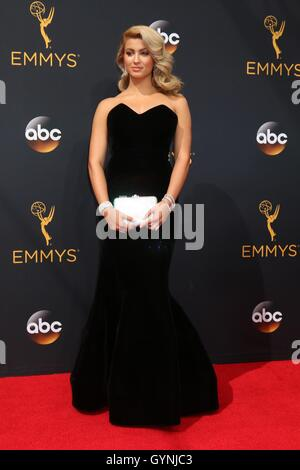 Los Angeles, CA, USA. 18th Sep, 2016. Tori Kelly at arrivals for The 68th Annual Primetime Emmy Awards 2016 - Arrivals - Stock Photo