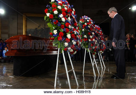 U.S. President George W. Bush pays his respects to civil rights pioneer Rosa Parks as her body lies in honor in - Stock Photo