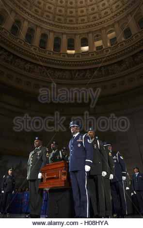 An honor guard brings the casket of civil rights pioneer Rosa Parks to lie in honor in the Capitol Rotunda in Washington, - Stock Photo