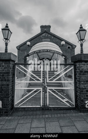 Atmospheric shot of the side entrance to the former Midland Grain Warehouse No. 2 - Stock Photo