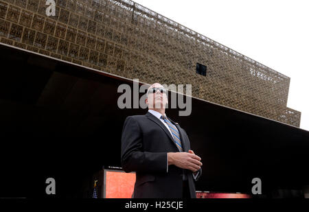 Washington DC, USA. 24th September, 2016. A secret service agent stands still during the opening ceremony of the - Stock Photo