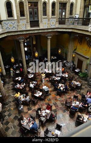 The casa de los azulejos or house of tiles mexico city for Casa de los azulejos centro historico