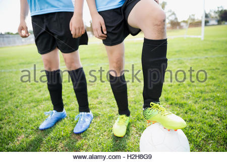 Legs of middle school girl soccer players on field - Stockfoto