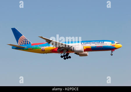 N77014 Continental Airlines Boeing 777-224ER in a special Peter Max designed New York Millennium livery. - Stock Photo