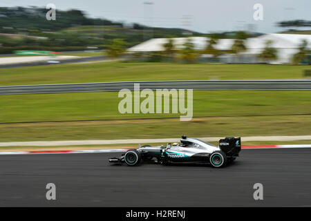 Sepang, Malaysia. 1st Oct, 2016. Mercedes AMG Petronas F1 Team's British driver Lewis Hamilton drives during the - Stock Photo
