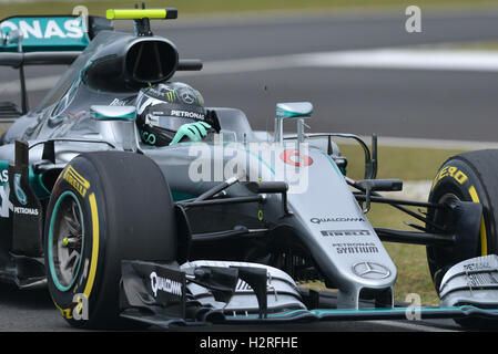 Sepang, Malaysia. 1st Oct, 2016. Mercedes AMG Petronas F1 Team's German driver Nico Rosberg drives during the qualifying - Stock Photo