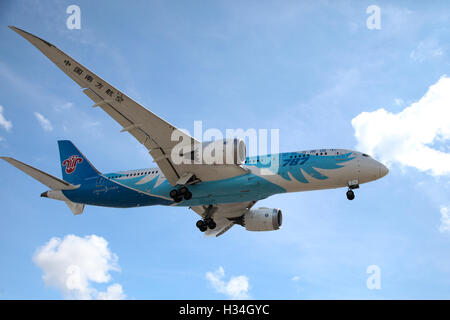 China Southern Airlines. Boeing 787-8 Dreamliner approaching London Heathrow airport. - Stock Photo