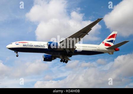 British Airways Boeing 777-236(ER) approaching London Heathrow airport. - Stock Photo