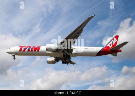 ATAM Brasil Boeing 777-32W (ER) approaching London Heathrow airport. - Stock Photo