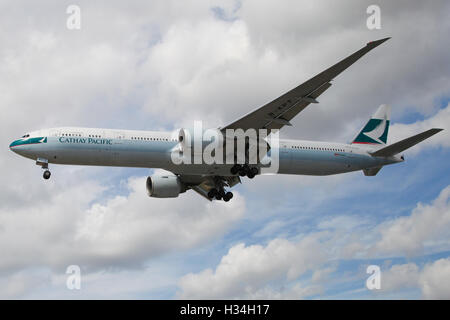 Cathay Pacific Boeing 777-367(ER) approaching London Heathrow airport. - Stock Photo