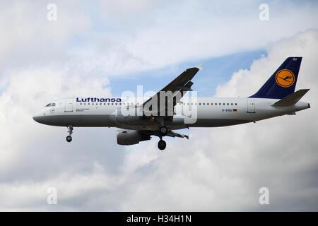 Lufthansa Airbus A320-211 approaching London Heathrow airport. - Stock Photo
