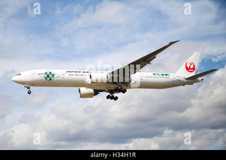 Japan Airlines Boeing 777-346(ER) approaching London Heathrow airport. - Stock Photo