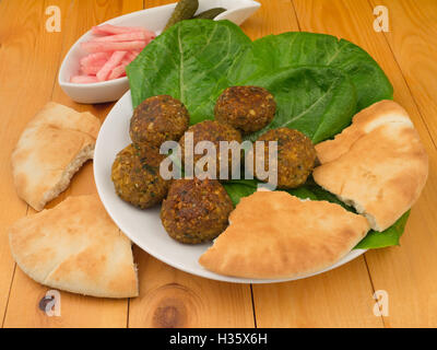 Falafel with romano salad and pikle - Stockfoto