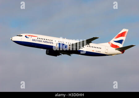 G-DOCS British Airways Boeing 737-436 taking off from London Gatwick. 27th January 2007. - Stock Photo