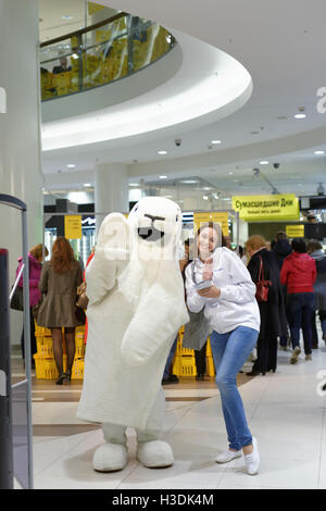 St. Petersburg, Russia, 5th October, 2016. People in the Stockmann department store during Crazy Days. Stockmann - Stock Photo