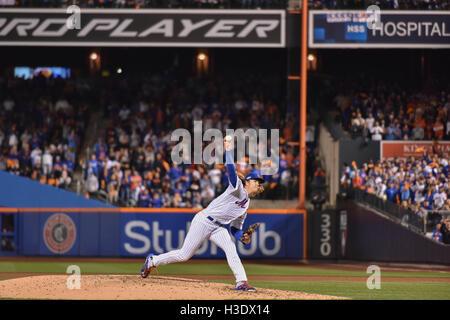 Flushing, New York, USA. 5th Oct, 2016. Noah Syndergaard (Mets) MLB : Noah Syndergaard of the New York Mets pitches - Stockfoto