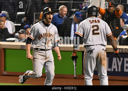 Flushing, New York, USA. 5th Oct, 2016. (L-R) Conor Gillaspie, Denard Span (Giants) MLB : Conor Gillaspie of the - Stock Photo