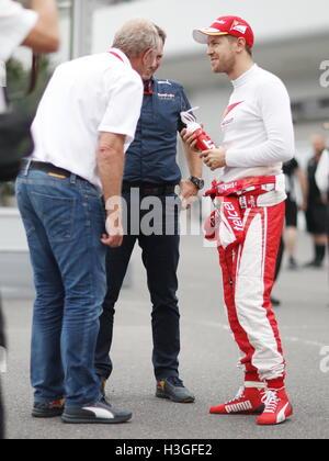 Suzuka, Japan. 8th Oct, 2016. Sebastian Vettel (GER) F1 : Japanese Formula One Grand Prix Qualifying at Suzuka Circuit - Stockfoto