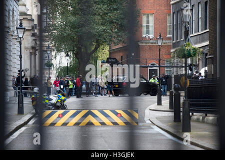 London, UK. 8th October, 2016. Filming of the new Transformers film in Downing Street on the steps of No10 Credit: - Stockfoto