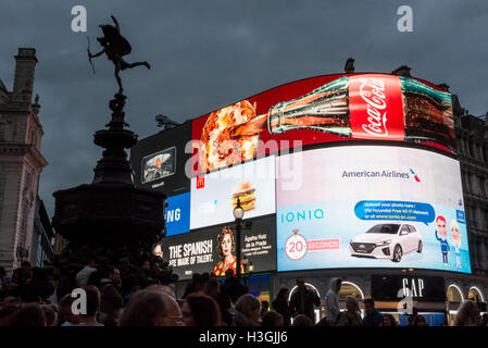 London, UK. 8th October, 2016.  Land Securities, owner of the Piccadilly Circus site since the Seventies, has won - Stock Photo