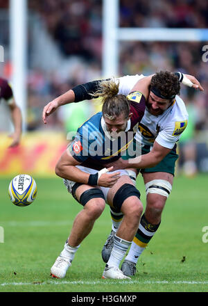 London, UK. 8th October, 2016. Luke Wallace of Harlequins is tackled during Aviva Premiership Rugby game between - Stock Photo