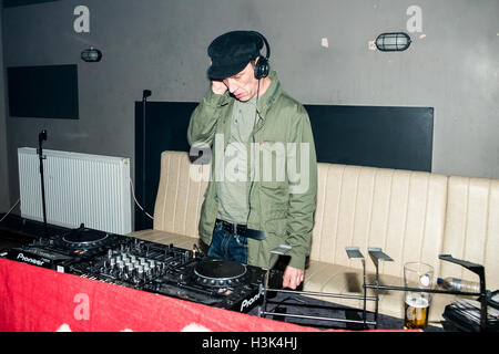London UK, 8th October 2016. Oasis and Noel Gallagher's tour DJ Phil Smith djing at This Feeling Presents, Nambucca, - Stock Photo